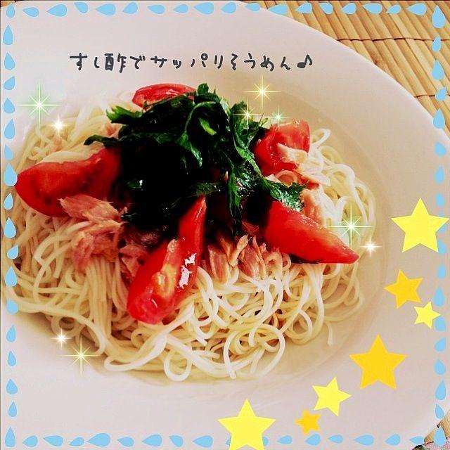 一人のお昼✽クックパッドで前々から気になっていた、すし酢を使ったそうめんを作ってみました♪♪なんか夏みたい…笑  でもサッパリでおいしかったぁ(๑>◡<๑) - 122件のもぐもぐ - すし酢で♪トマトとツナのサッパリそうめん♪  (Somen with tomato and tuna) by maru0522a