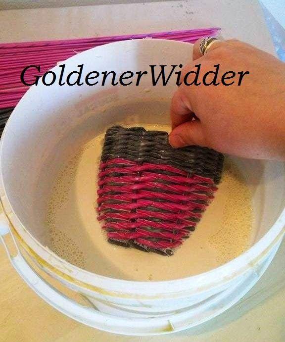 Плетение из газетных трубочек: Грунтовка готового изделия ( вода + клей ПВА).