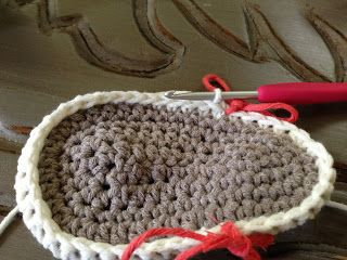 Örgü Bebek Sandalet Terlik Yapılışı , Çok şık örgü bebek sandalet yapımından bahsedeceğim sizlere. Daha önce farklı bir model örgü bebek terlik yapımından bahsetmiştik. Yazl... ,  #bebekörgüsandaletmodelleri #crochet #örgümodelleri #örgüsandaletmodelleri https://mimuu.com/orgu-bebek-sandalet-terlik-yapilisi/