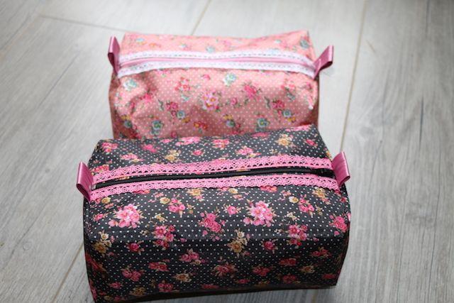 Je vous propose un tuto très simple pour réaliser une jolie trousse à tout faire en tissu enduit.