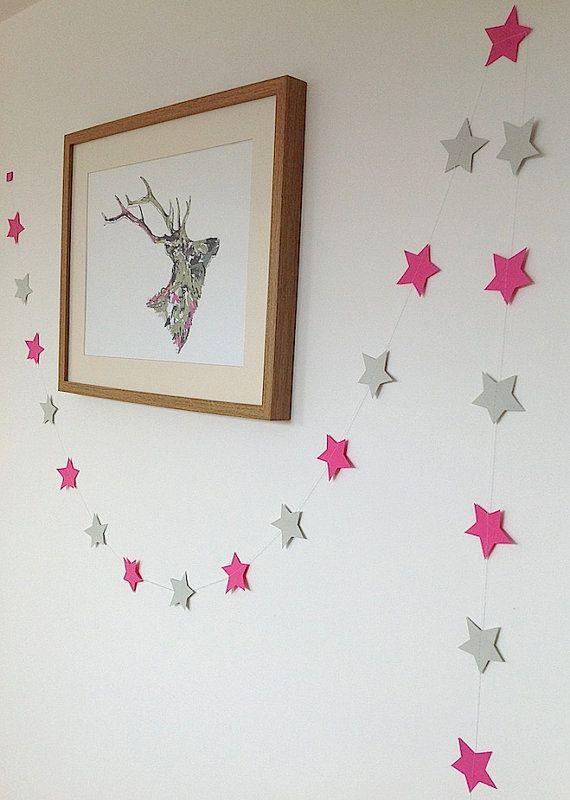 Guirlande d'étoiles en papier facile à réaliser pour la chambre de votre princesse.