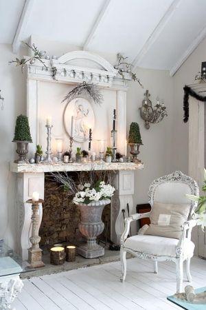 White, romantic livingroom, fireplace