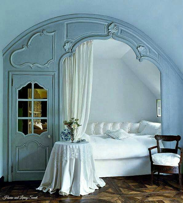 Wow... this is a simply beautiful and romantic alcove bed!
