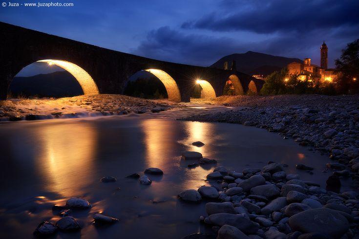 Ora Blu a Bobbio - Foto scattata con α7 Sito Web: www.juzaphoto.com