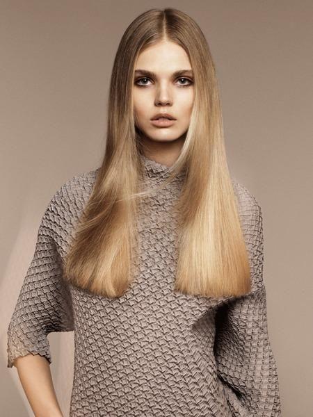 Модные стрижки на длинные волосы 2016 Длинноволосые девушки по-прежнему остаются королевами бала и неудивительно, ведь из их объема волос можно создать практически любую прическу для каждого случая. Мода на стрижки для длинных волос не пойдет на спад и в этом году, а вот тяжелые укладки и строго выпрямленные локоны отходят на второй план. Главной целью в этом году станет подчеркнутая богемная непринужденность стиля бохо, что подразумевает легкие волнистые пряди, которые высохли без…