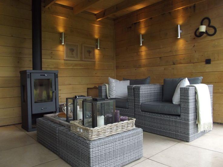 Houten tuinkamer met open haard en loungeset bronkhorst for Buiten patio model