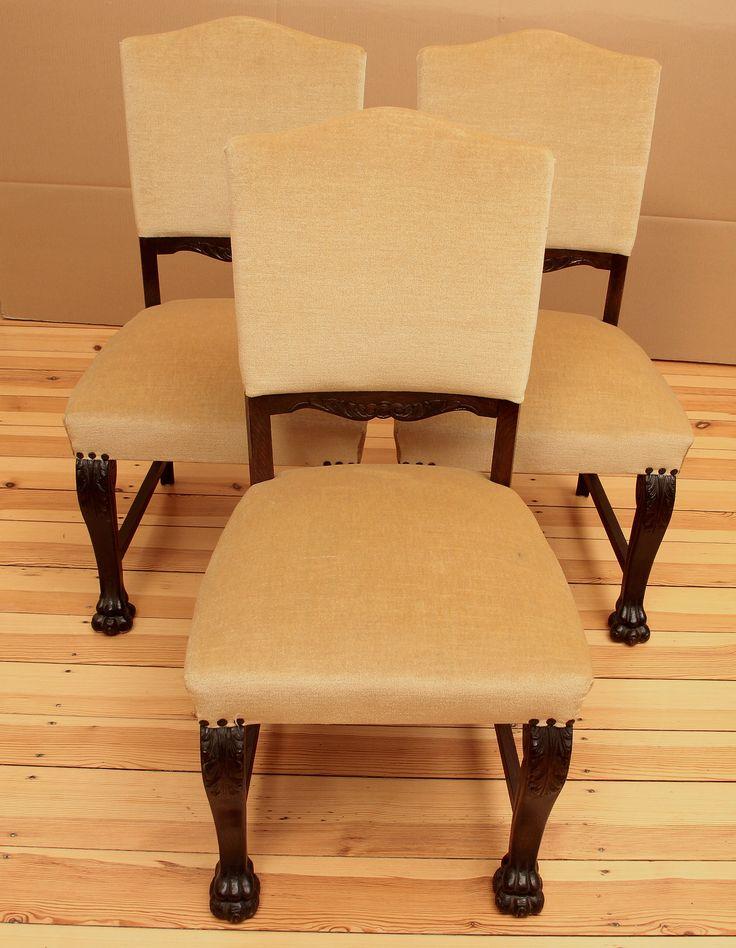 Drei gepolsterte Neorenaissance Stühle  Epoche : Neorenaissance Holzart : Eiche Maße : Höhe 98 cm, Sitzhöhe 50 cm, Breite 50 cm, Tiefe 49 cm Kennung : Nr. 628