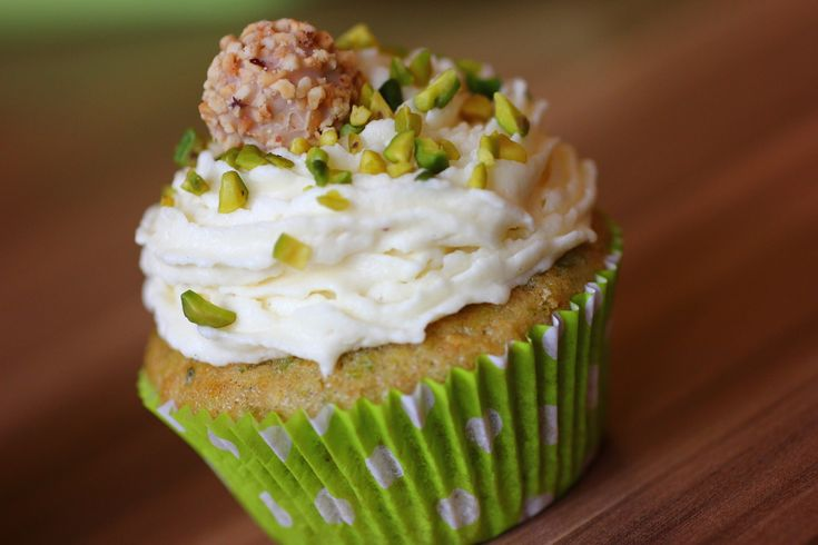 Pistazien Cupcakes mit Marzipantopping