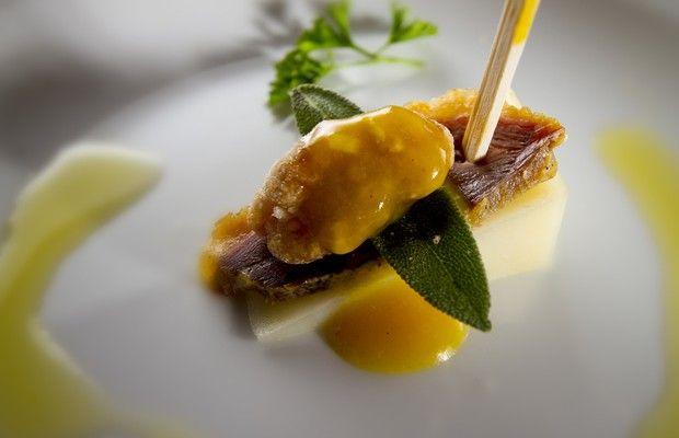 Tapas Week: o Gusta Bar traz o Pintxo Pato Ahumado, prato elaborado com queijo de cabra, pato, sálvia e nozes caramelizadas (Foto: Divulgação)
