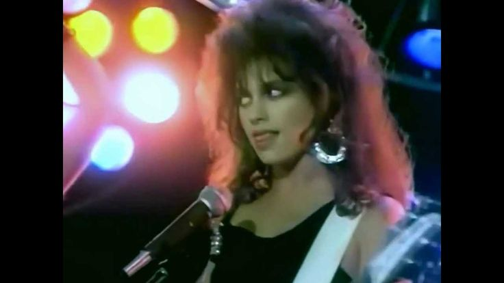 Bangles - Walk Like An Egyptian (1986)