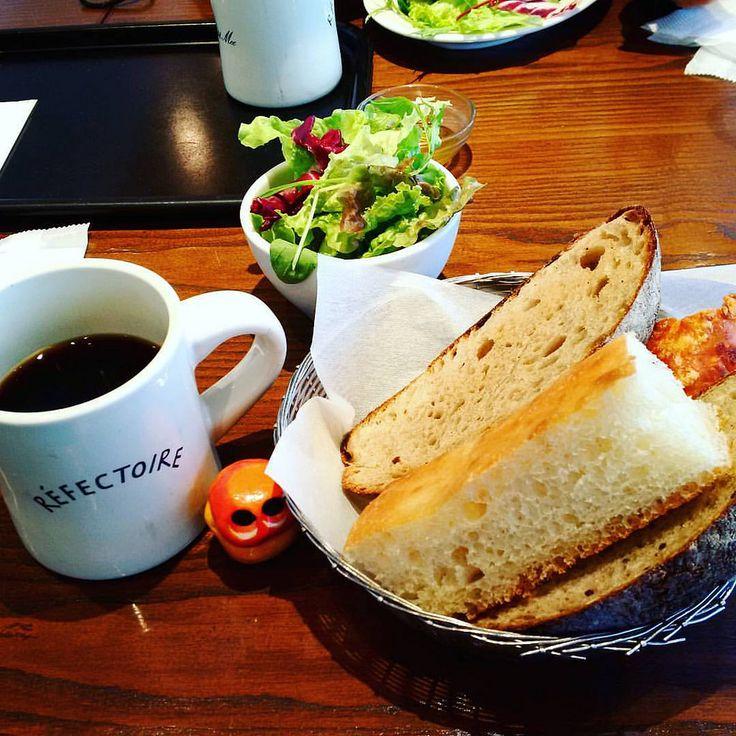 Short trip to Tokyo! This is the breakfast of 1st day #mizumushikun #tokyo #refectoire #lepetitmec #breakfast #bread #salad #coffee