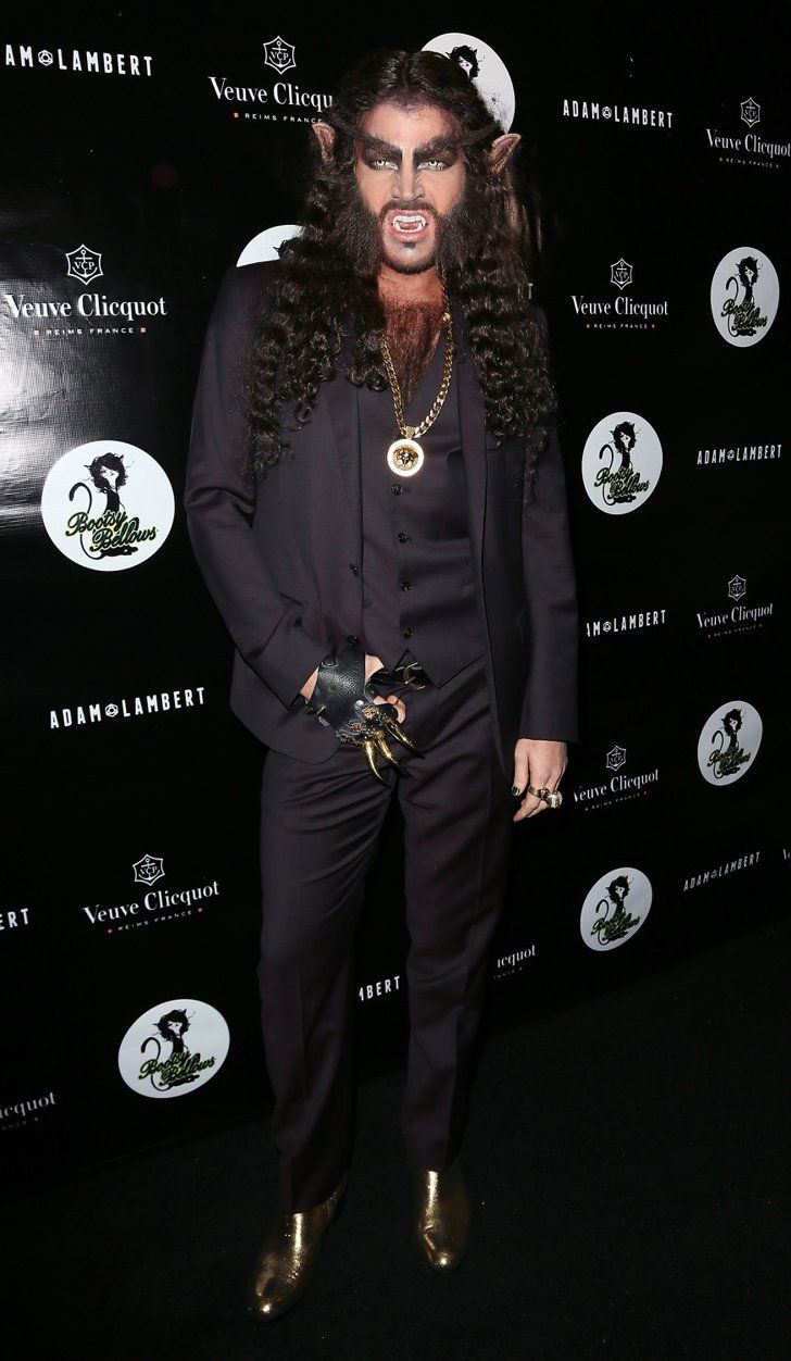 Pin for Later: Holt euch bei den Stars Inspiration für euer Halloween-Kostüm Adam Lambert als Werwolf