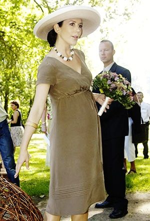 europeanmonarchies:  Crown Princess Mary pregnancy fashion