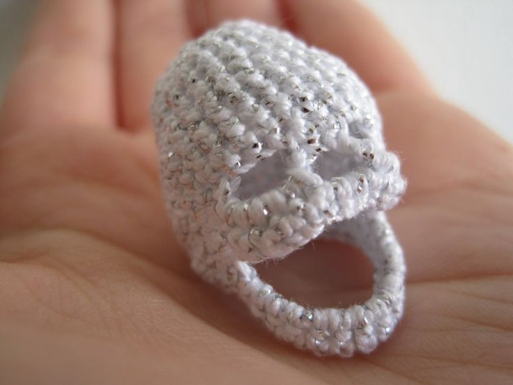... Decimal Crafts crocheted skull. Kelsey crochet ideas Pinter