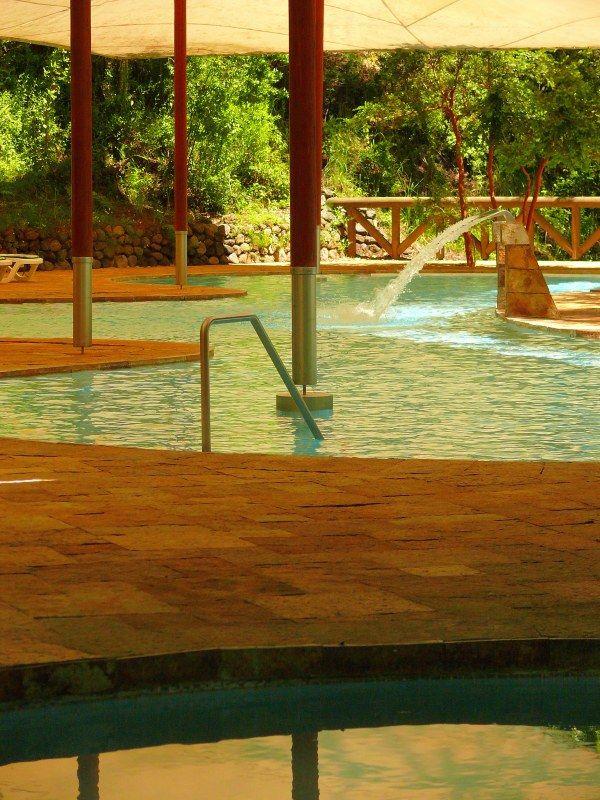 Piscina semi-techada termal hidroterapéutica