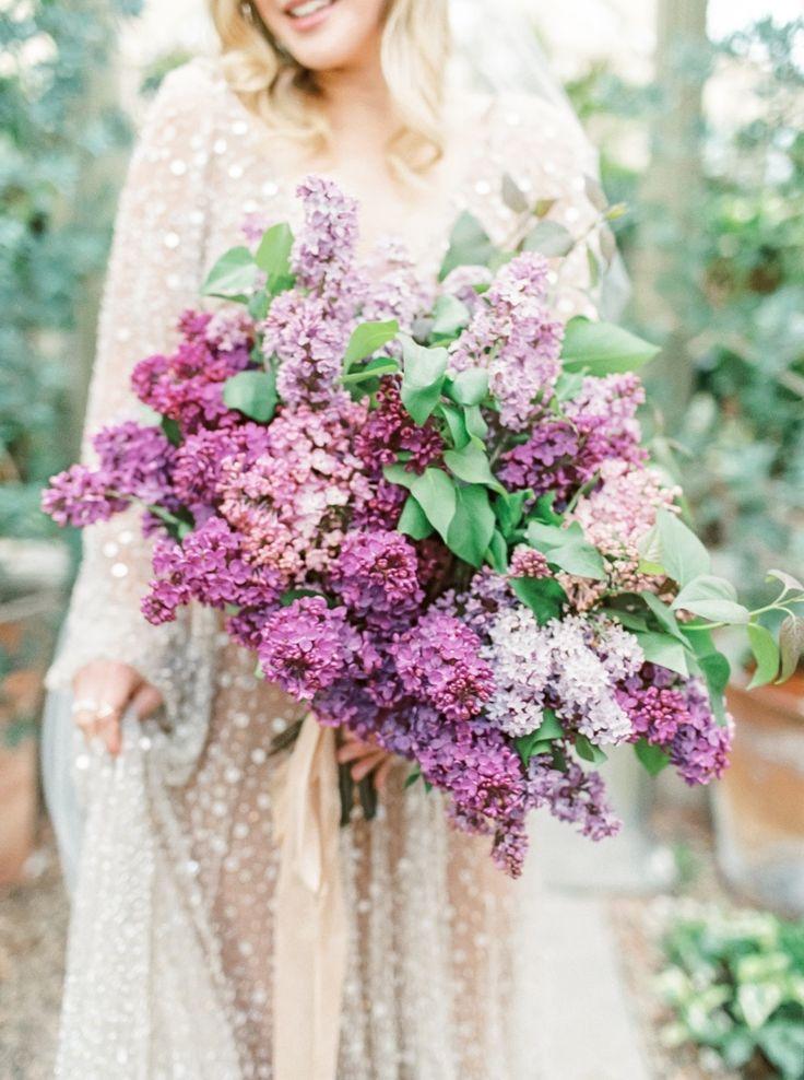 spring lilac wedding bouquet | Photography: Lauren Fair Photography
