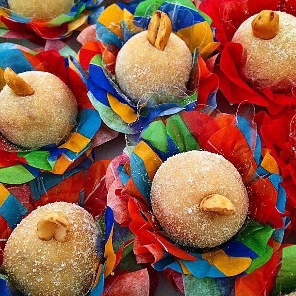 achados do instagram: doces juninos. Cajuzinho decorado com forminhas coloridas, xita.