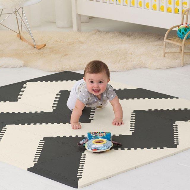 Alfombra de juegos para bebé en blanco y negro, ideal para gatear y dar los primeros pasos - Minimoi