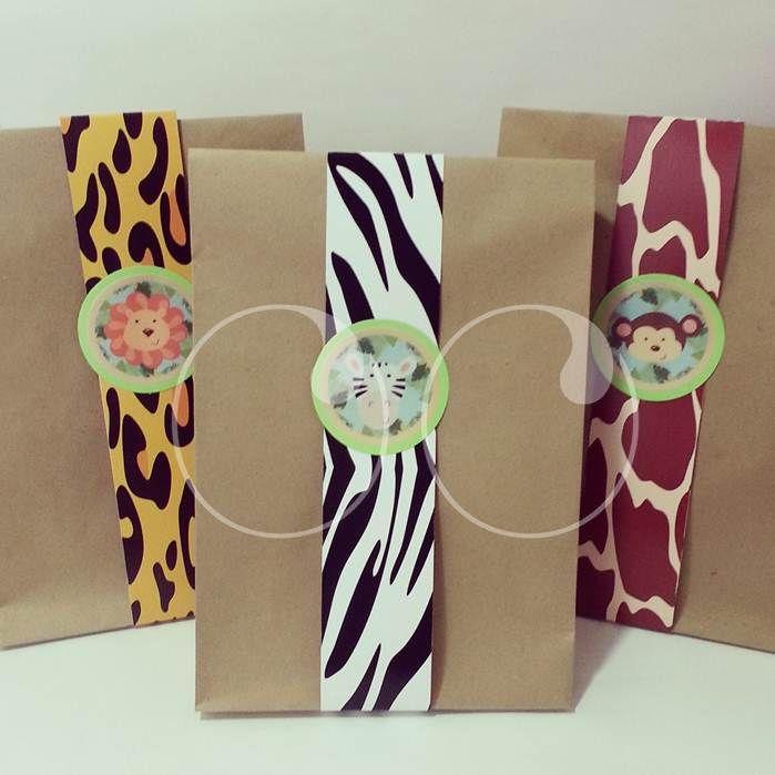 Las sorpresas del primer año de Jose empacadas en bolsas Safari! #Empaques #Regalos #MiPrimerCumpleaños #WooHoo #Ideas #Diseño