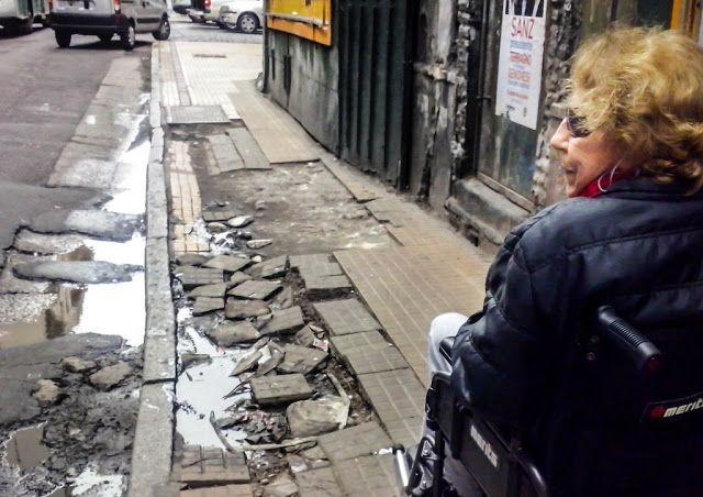 Barriosactivos.com es la plataforma que eligen los vecinos para que los gobernantes escuchen sus reclamos   Ciberactivismo  Vecinos cansados de reclamar y no conseguir respuesta activan su participación a través de medios online: exponen el estado de sus barrios y presionan a las autoridades.  Este año miles de reclamos fueron escuchados gracias a las movilizaciones online. Hace unos meses Franco sumó cientos de apoyos en su reclamo para que se ilumine un puente peatonal en Ciudad…