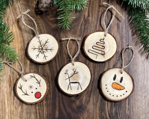 Wood Slice Ornament Set Set Of 5 Wood Burned Christmas Rustic Ornament Set Tree O With Images Wood Christmas Ornaments Wooden Christmas Decorations Wood Slice Ornament