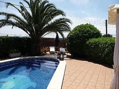 """#Castillo La Torre de la Vall. Es un paraíso para excursionistas y BTT´s, y además una de las zonas más bonitas y espectaculares de Cataluña. En verano, disfruta del verano más fresquito, en la finca muchas zonas con sombras naturales anunciada por los árboles, y a 2 minutos tienes la mejor piscina del mundo: En """"Les Cingleres"""", con una vista privilegiada, solo de naturaleza, con dos piscinas, una para adultos y la otra para niños. #Barcelona"""