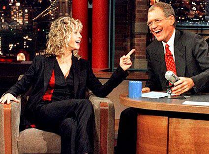 Due grandi icone degli anni 70, lo skateboard e la famosa chioma di Farrah, rendono questa foto unica.