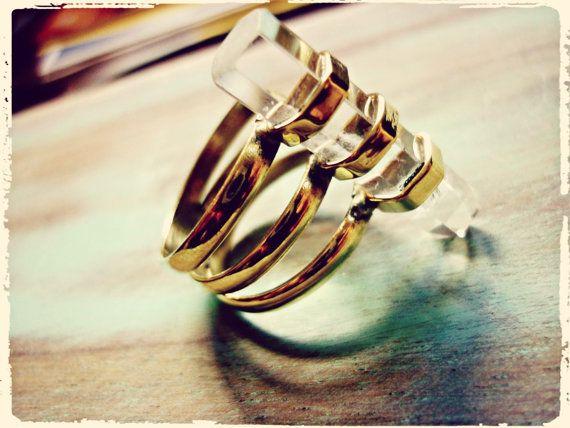 REBAJAS -30% Cristal, anillo de latón con punta de cuarzo.