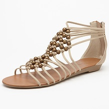 These gorgeous roman sandals are simple yet beautiful.