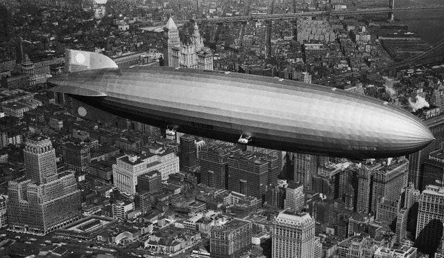 LZ 129 Hindenburg über New York