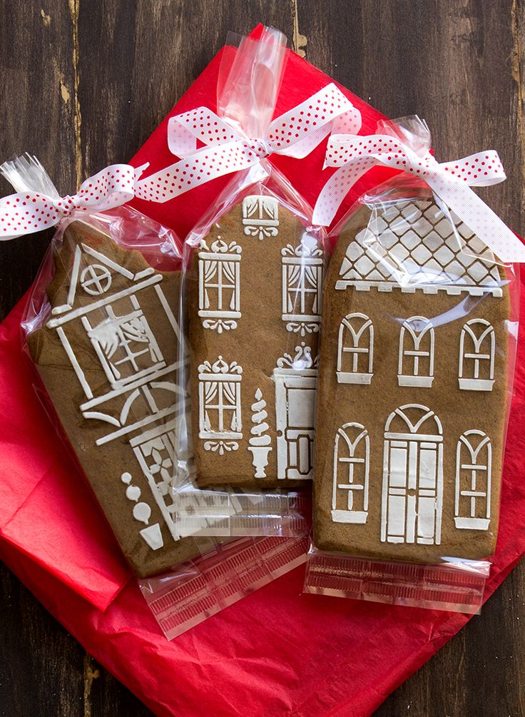 Gingerbread is like the perfect red lipstick. I am always, always on the hunt for the one. Christmas for me means gingerbread biscuits and here is one that definitely delivers. These townhouse beau…