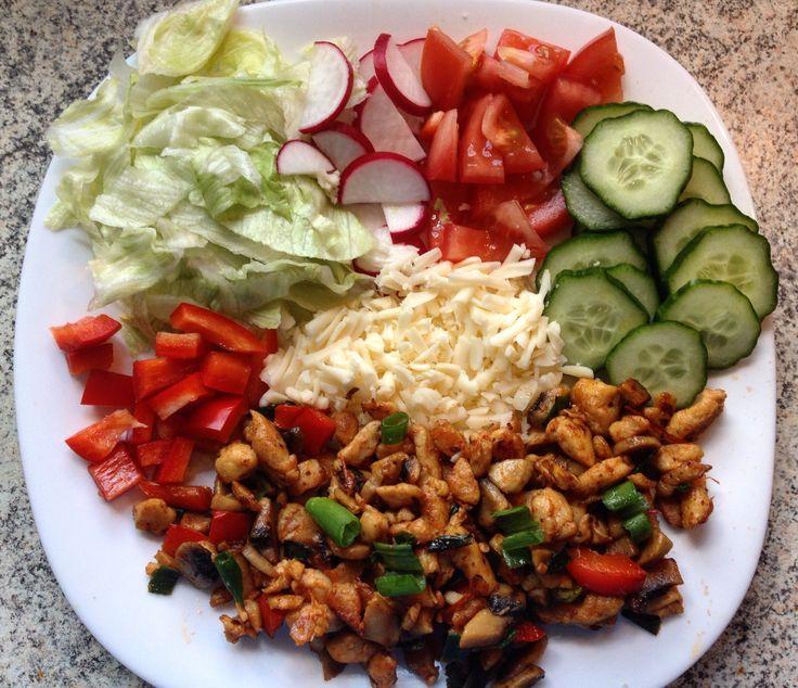 Zöldséges csirke salátával