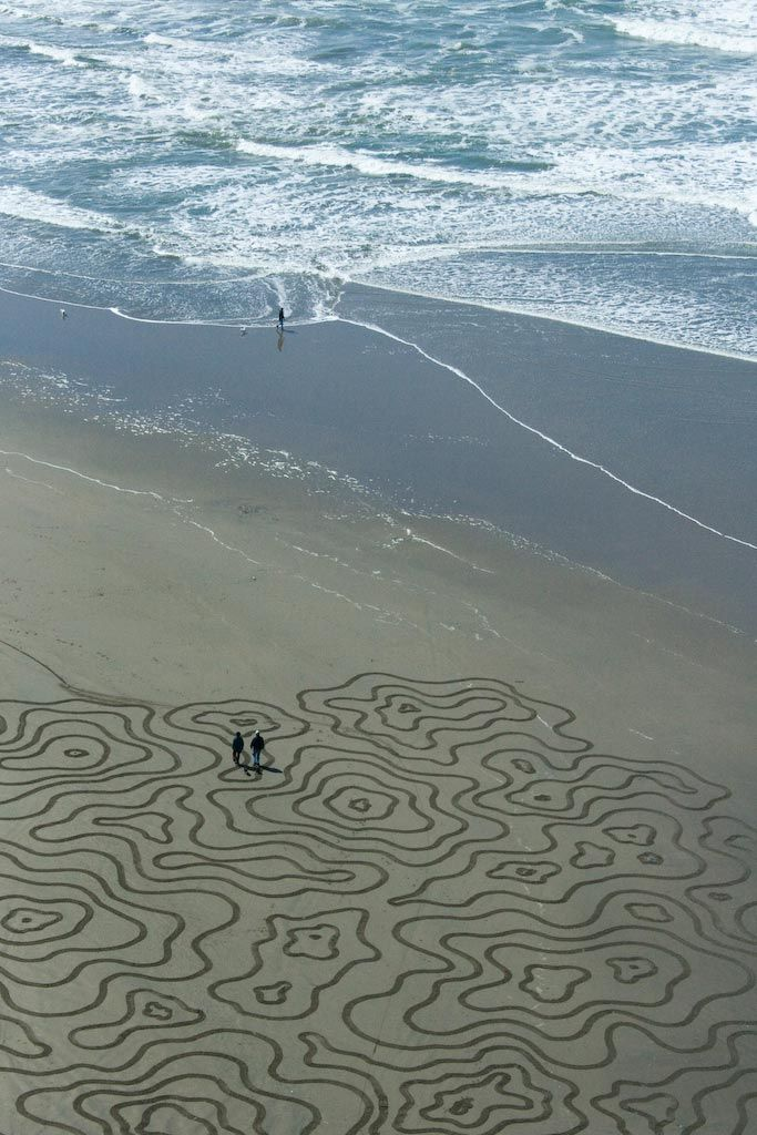 Painting in Sand - Andres Amador