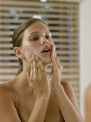 Se fabriquer un gommage maison et naturel - Soin du visage à faire soi-même: Recettes de beauté naturelles - aufeminin