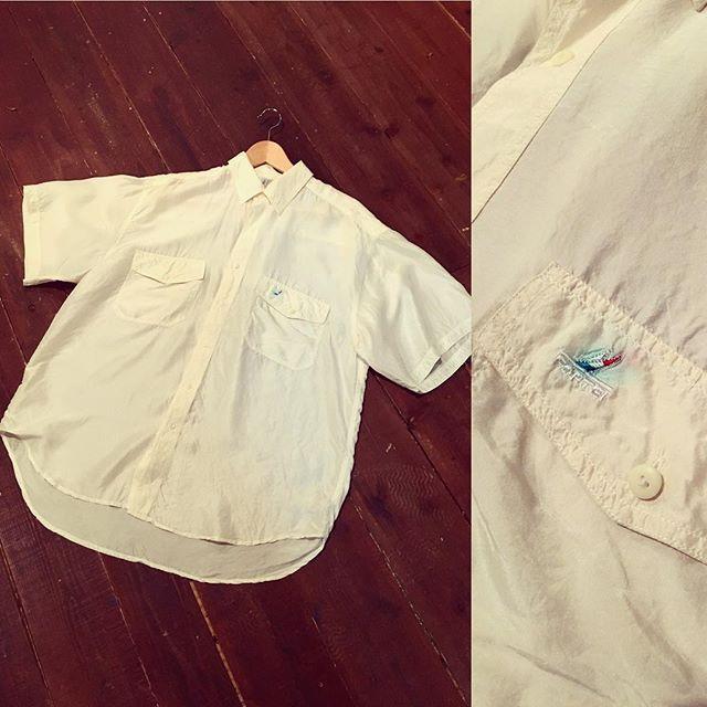 【choosy.choosy】さんのInstagramをピンしています。 《本日もたくさんのご来店ありがとうございます! 着丈の長いシルクブラウス。 胸のポケット、ワンポイントが可愛いです! 明日も皆さんのお越しを心よりお待ちしてます!  #choosy #ものがたりを着る #静岡 #古着 #レディース古着 #古着屋 #セレクトショップ #作家 #アクセサリー #絵本 #森 #vintage #antique #usedclothing #used #jpn #Shizuoka》