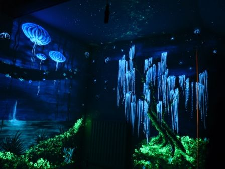 Glow in the Dark Art. Avatar forest glowing in the dark... wonder if there is museum with glow in the dark exhibits... this is awesome!