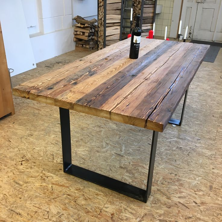 «tavolo» der Tisch aus Altholz und Stahl