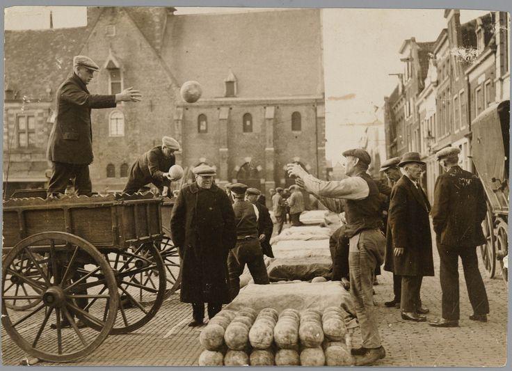 De #kaasmarkt in Alkmaar, ca. 1900 #cheesemarket #Käsemarkt
