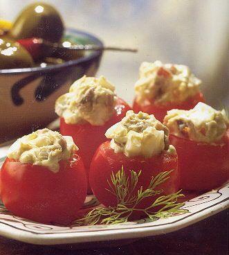15 personenKerstomaten met pesto Dit koude gerecht is een ideaal tussendoortje bij het eten van verschillende gangen.