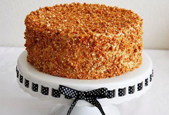 Wil je eens een keer wat anders dan appeltaart serveren op een verjaardag? Kies voor dit recept voor nougatine ijstaart. Deze taart is gemakkelijk te maken