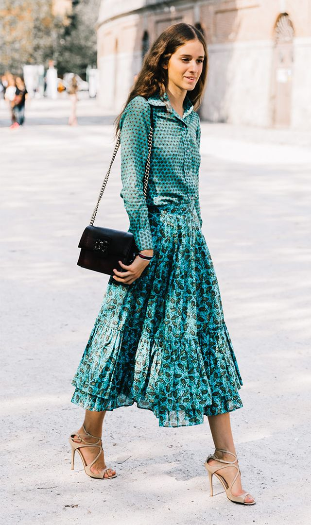 Mixing prints,,,beautiful outfit colour. Would change the lighter purse, shoes are perfection.