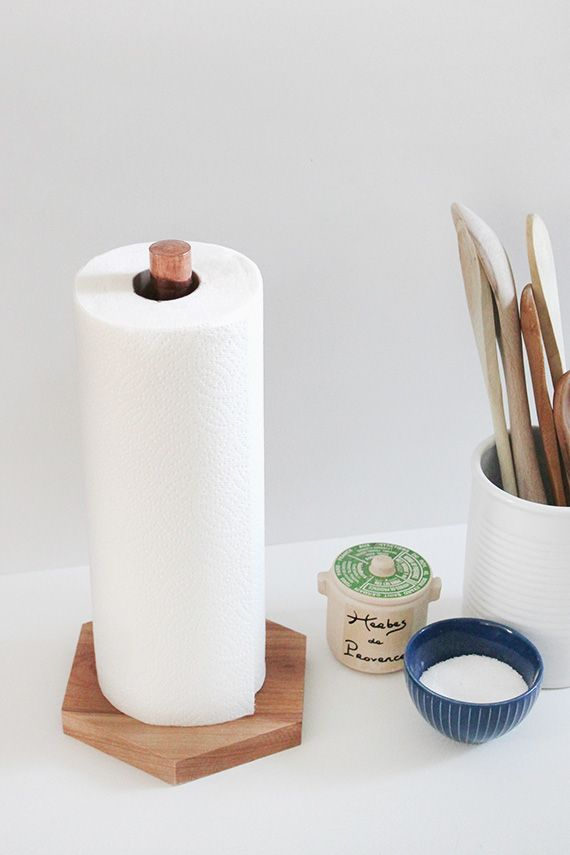 diy copper & wood paper towel holder - Wonder how this would look with black steel pipe instead?