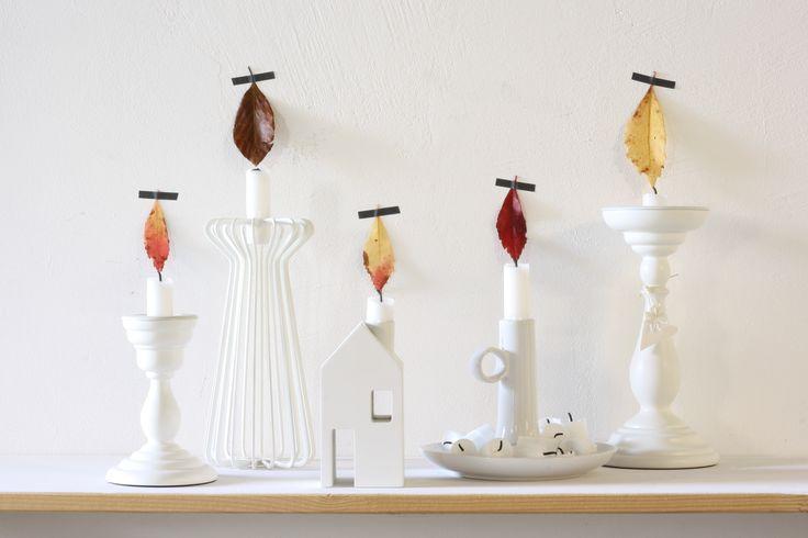 herfstbladeren als kaarsvlam. witte kaarsen en witte kandelaars blog: naar binnen in de herfst, kaarsen aan!