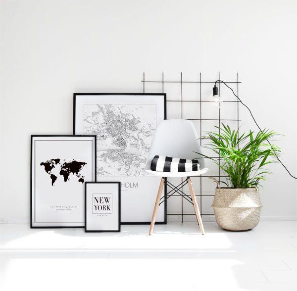 Tavelcollage med kartor i svartvitt. Poster med världskarta, New York text samt Stockholmskarta. I storlekarna 30x40cm, 50x70cm och 70x100cm