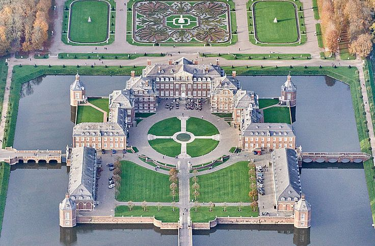 smaragdgrün 2016   Luftbild von Schloss Nordkirchen / Wikipedia / © Günter Seggebäing ...