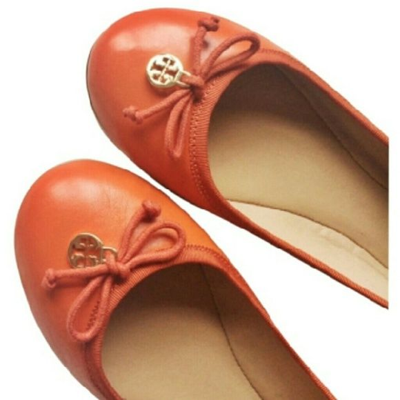 NEW TORY BURCH LOBSTER RED CHELSEA BALLET FLATS AUTHENTIC BRAND NEW IN BOX TORY BURCH STEP IN BALLET FLATS IN LOBSTER RED/ORANGE GENUINE LEATHER SOLE SIZE 10. PADDED INSOLE.  BEAUTIFULLY TANNED LEATHER UPPERS+LEATHER SOLE+SYNTHETIC HEEL.  RIBBON TRIM+ ICONIC T LOGO CHARM+ ACCENT BOWS.  ++++DISCOUNTED BUNDLES AND SHIPPING++++ Tory Burch Shoes Flats & Loafers