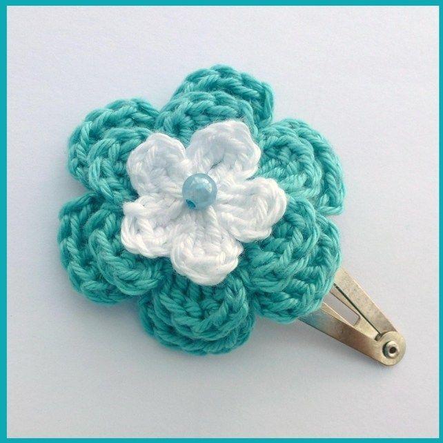 I  Turquoise and white crochet flower hair clip £1.50