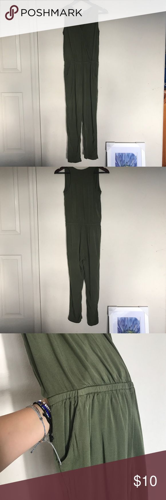 Old Navy jumpsuit Open pockets. 100% Rayon. Only worn once Old Navy Dresses Maxi