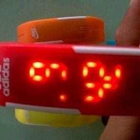 đồng hồ led