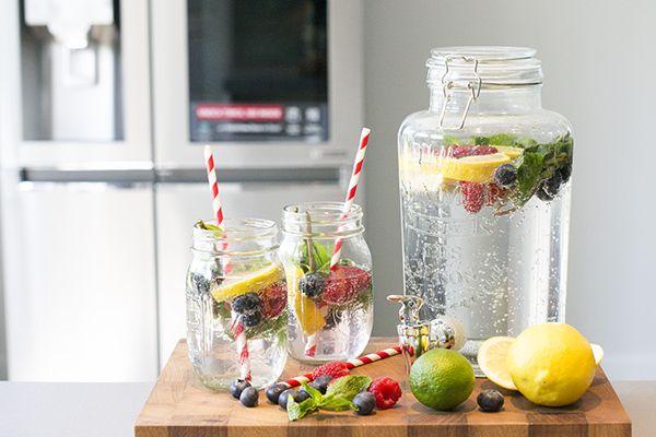 Trek in een lekker verfrissend drankje zonder alcohol? Ik laat je zien hoe ik mijn favoriete mocktail met vers fruit maakt. En daarbij mag ik jullie een hele toffe koelkast laten zien, de LG Instaview koelkast.